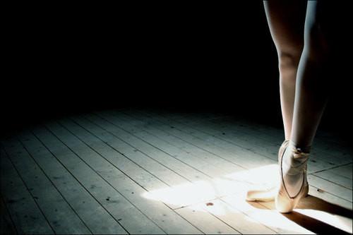 ballet,floor,girl,legs,leg,pointe-0a65edf0f270be25bed20e6f8c24fe03_h