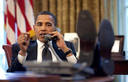 800px-Barack_Obama_on_phone_with_Benjamin_Netanyahu_2009-06-08
