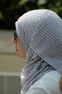 398px-Hijab_woman_Liverpool