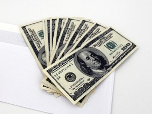 800px-US_Dollars_and_envelope