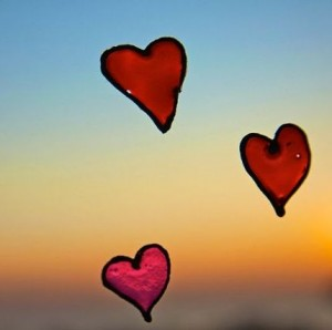 800px-Hearts_on_a_window_sunset